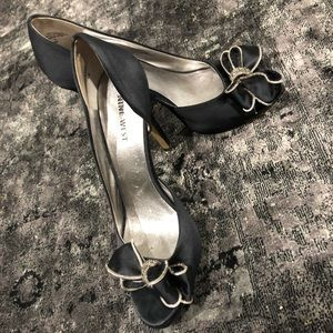 Black Nine West Heels/ Pumps
